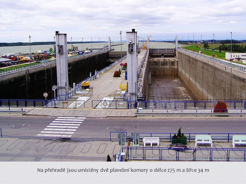 Na přehradě jsou umístěny dvě plavební komory o délce 275 m a šířce 34 m