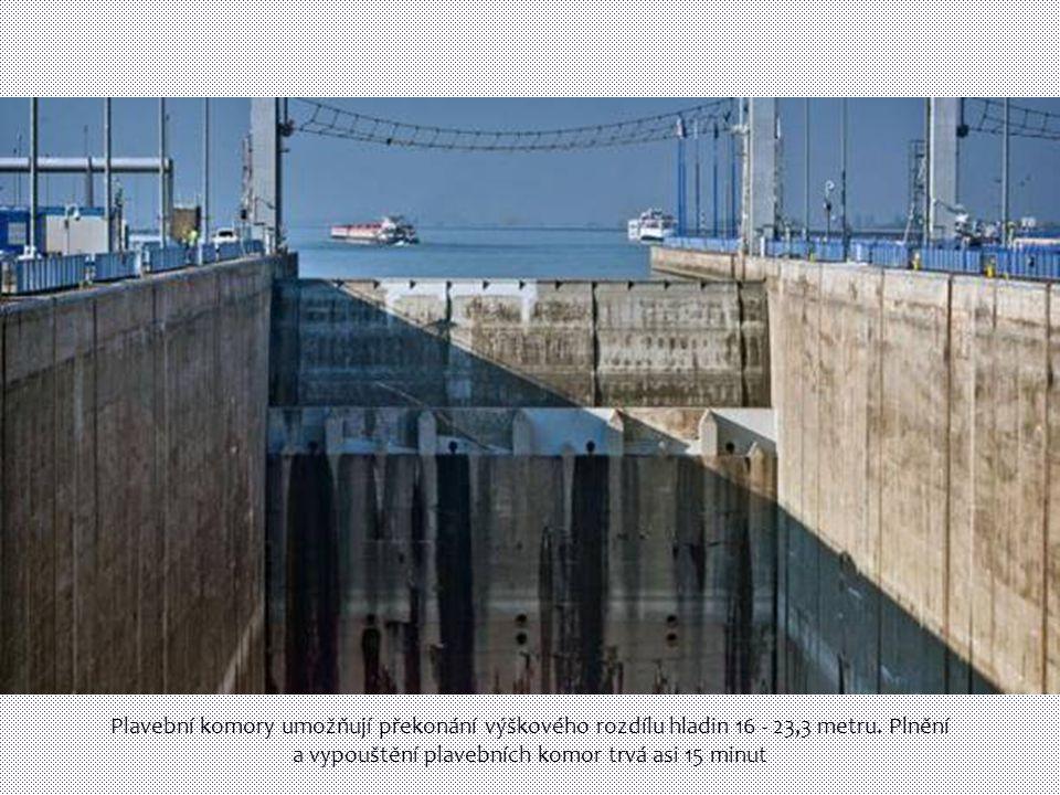 Plavební komory umožňují překonání výškového rozdílu hladin 16 - 23,3 metru.