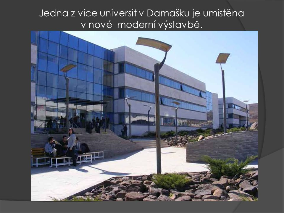 Jedna z více universit v Damašku je umístěna v nové moderní výstavbě.