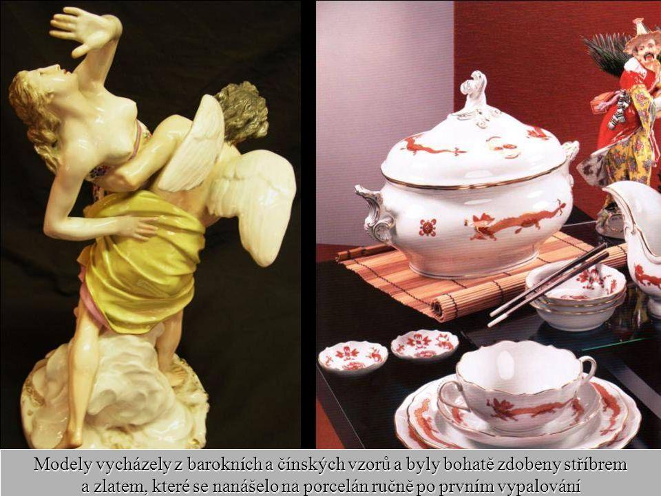 Modely vycházely z barokních a čínských vzorů a byly bohatě zdobeny stříbrem a zlatem, které se nanášelo na porcelán ručně po prvním vypalování