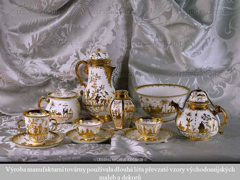 Výroba manufakturní továrny používala dlouhá léta převzaté vzory východoasijských maleb a dekorů