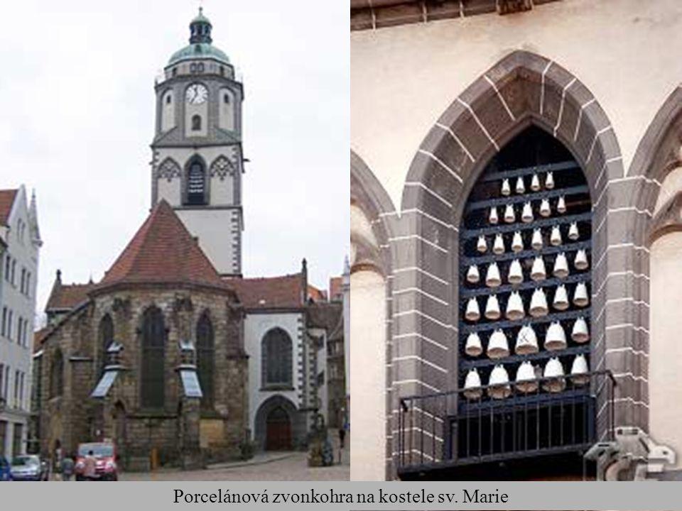 Porcelánová zvonkohra na kostele sv. Marie