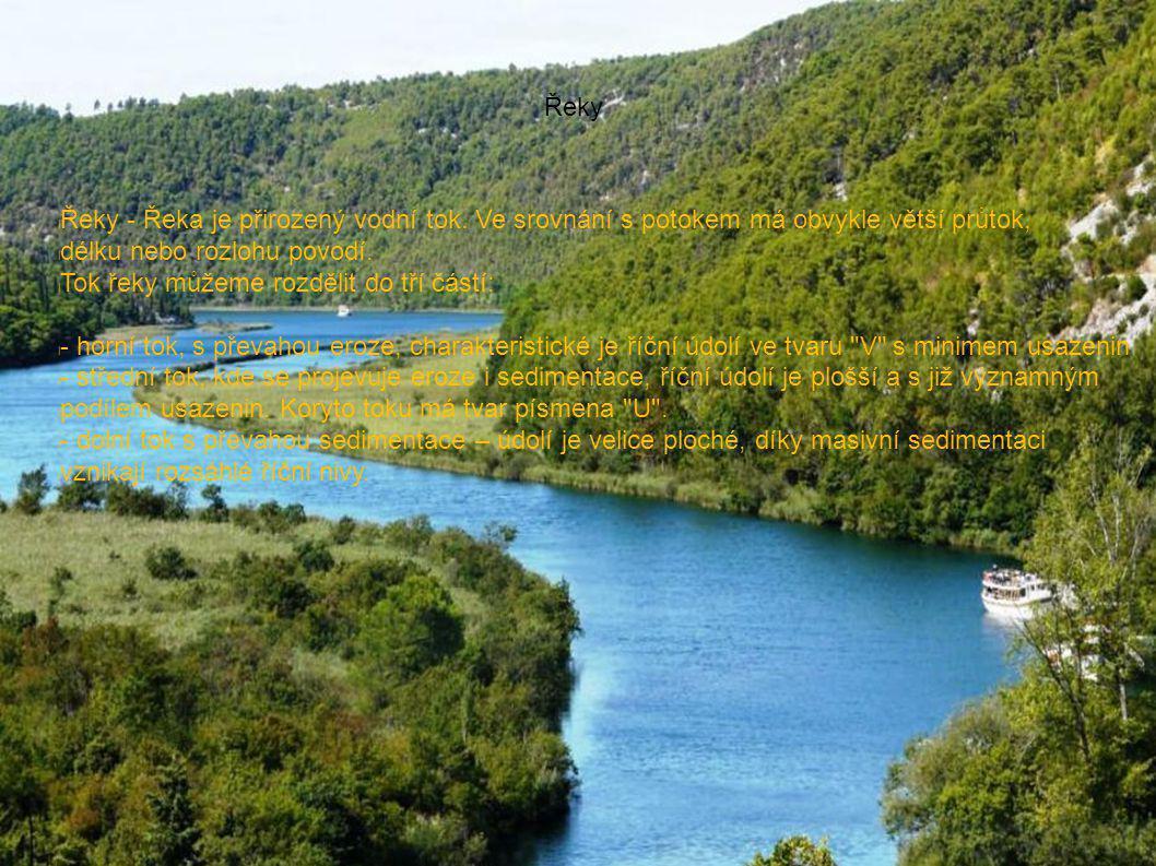 Řeky Řeky - Řeka je přirozený vodní tok. Ve srovnání s potokem má obvykle větší průtok, délku nebo rozlohu povodí.