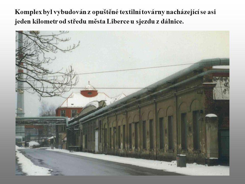 Komplex byl vybudován z opuštěné textilní továrny nacházející se asi jeden kilometr od středu města Liberce u sjezdu z dálnice.