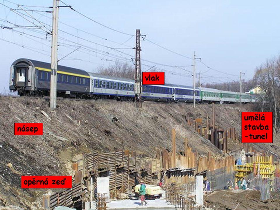 vlak umělá stavba -tunel násep opěrná zeď
