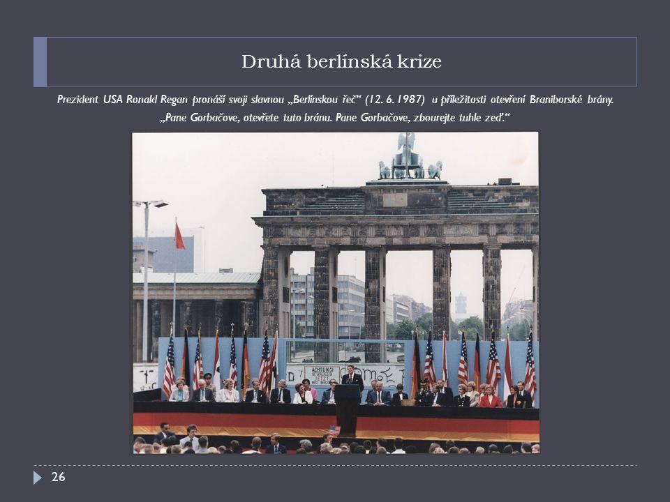 """Druhá berlínská krize Prezident USA Ronald Regan pronáší svoji slavnou """"Berlínskou řeč (12. 6. 1987) u příležitosti otevření Braniborské brány."""
