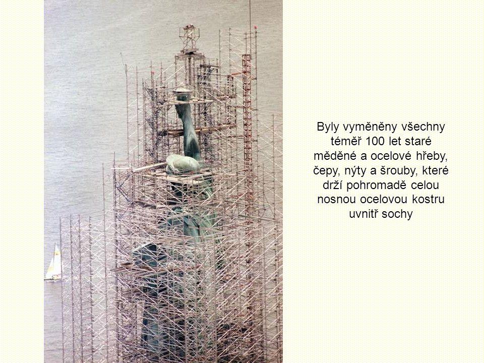 Byly vyměněny všechny téměř 100 let staré měděné a ocelové hřeby, čepy, nýty a šrouby, které drží pohromadě celou nosnou ocelovou kostru uvnitř sochy