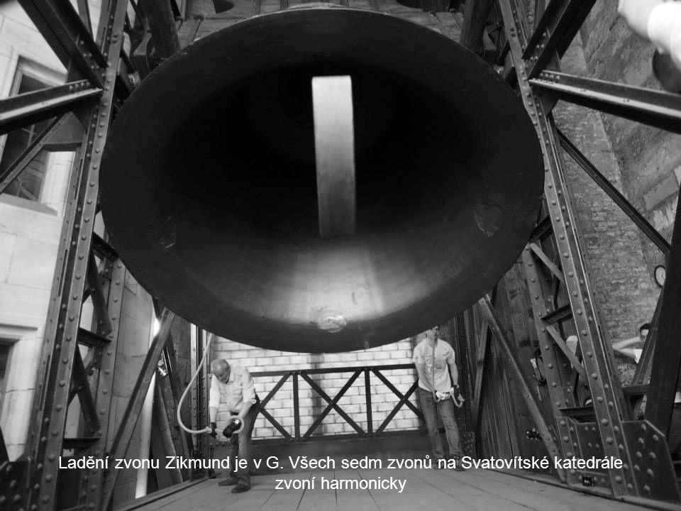 Ladění zvonu Zikmund je v G