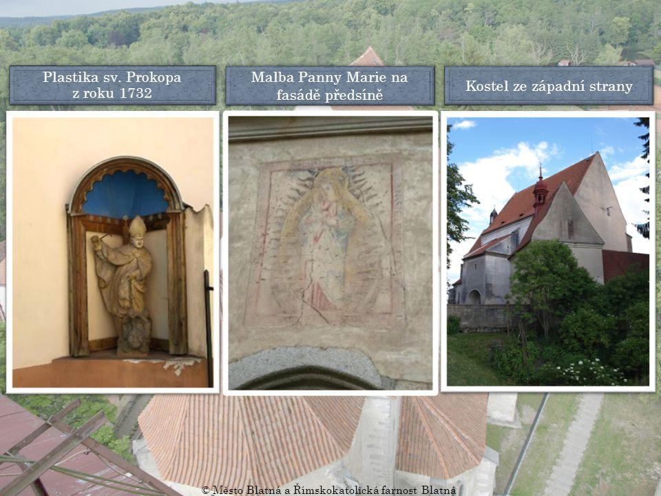 Malba Panny Marie na fasádě předsíně Kostel ze západní strany