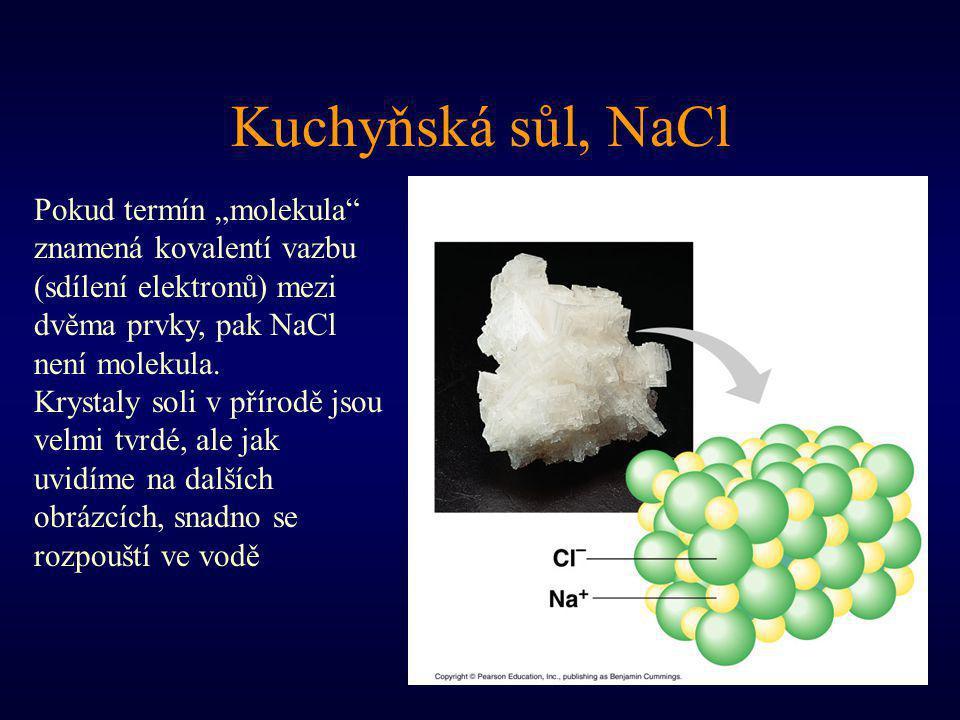 """Kuchyňská sůl, NaCl Pokud termín """"molekula znamená kovalentí vazbu (sdílení elektronů) mezi dvěma prvky, pak NaCl není molekula."""