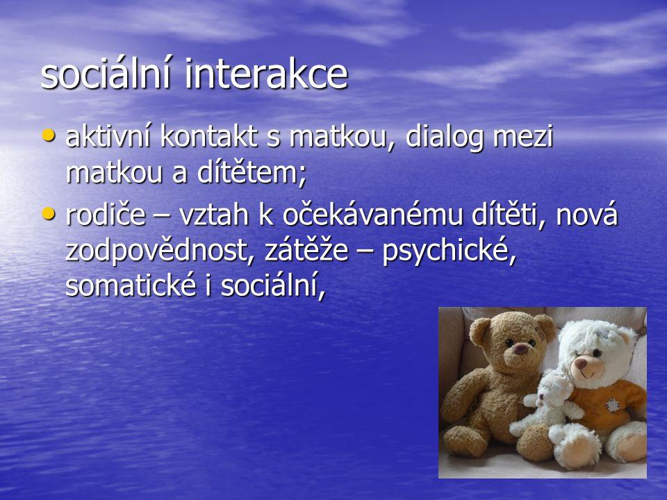 sociální interakce aktivní kontakt s matkou, dialog mezi matkou a dítětem;