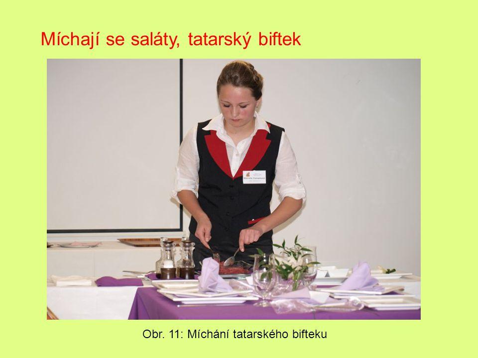 Míchají se saláty, tatarský biftek