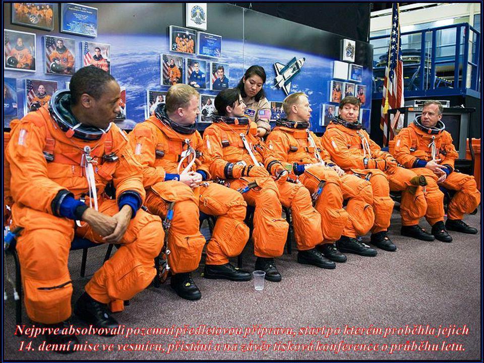 Nejprve absolvovali pozemní předletovou přípravu, start po kterém proběhla jejich