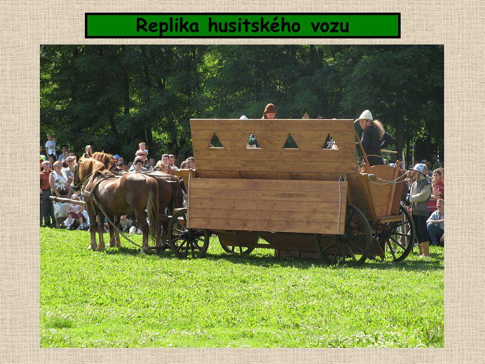 Replika husitského vozu
