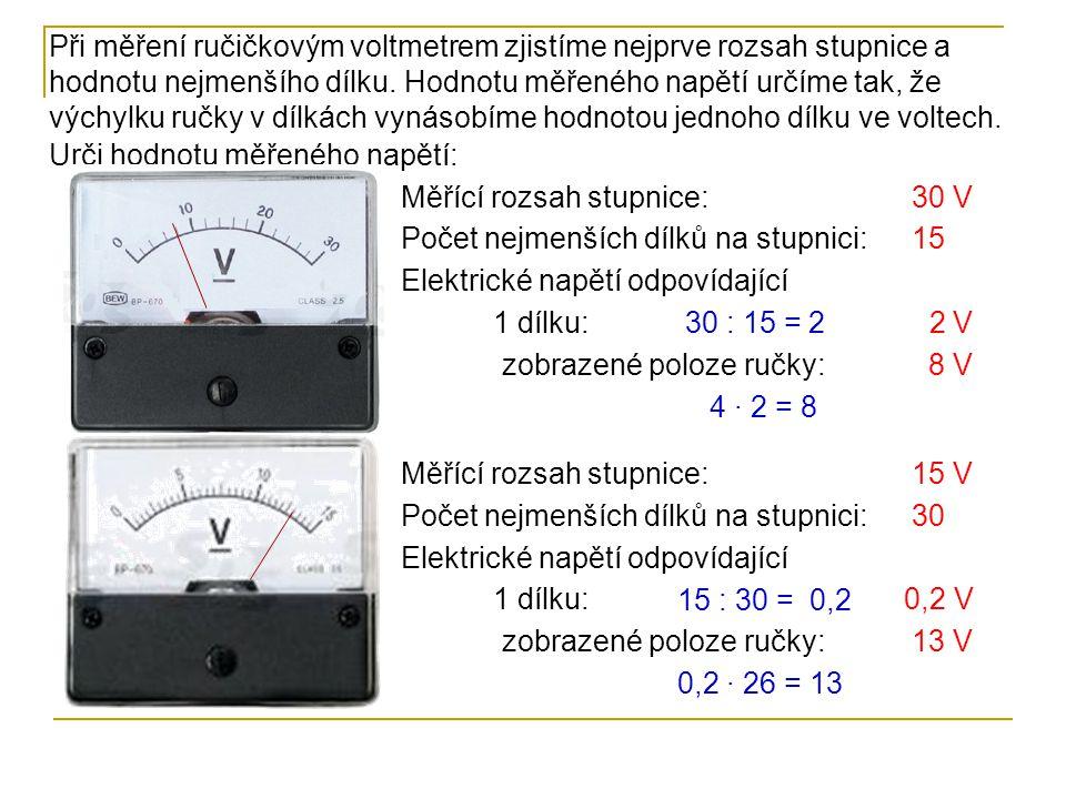 Při měření ručičkovým voltmetrem zjistíme nejprve rozsah stupnice a hodnotu nejmenšího dílku. Hodnotu měřeného napětí určíme tak, že výchylku ručky v dílkách vynásobíme hodnotou jednoho dílku ve voltech.