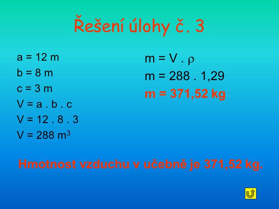 Hmotnost vzduchu v učebně je 371,52 kg.