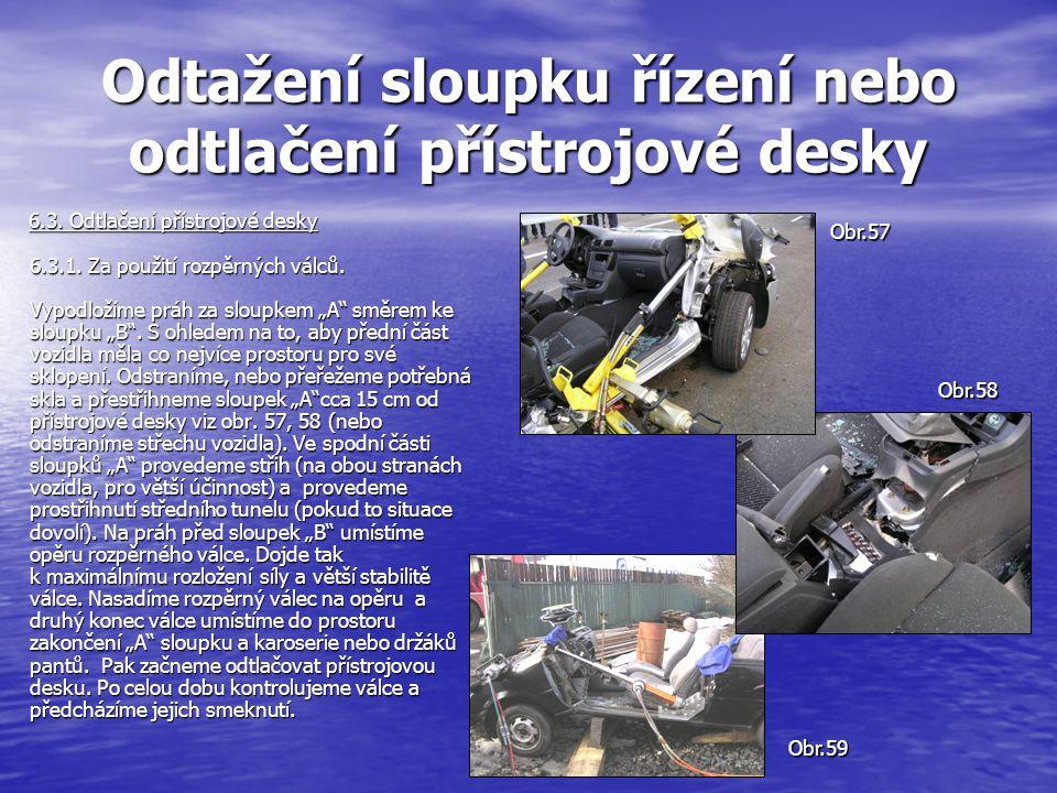 Odtažení sloupku řízení nebo odtlačení přístrojové desky