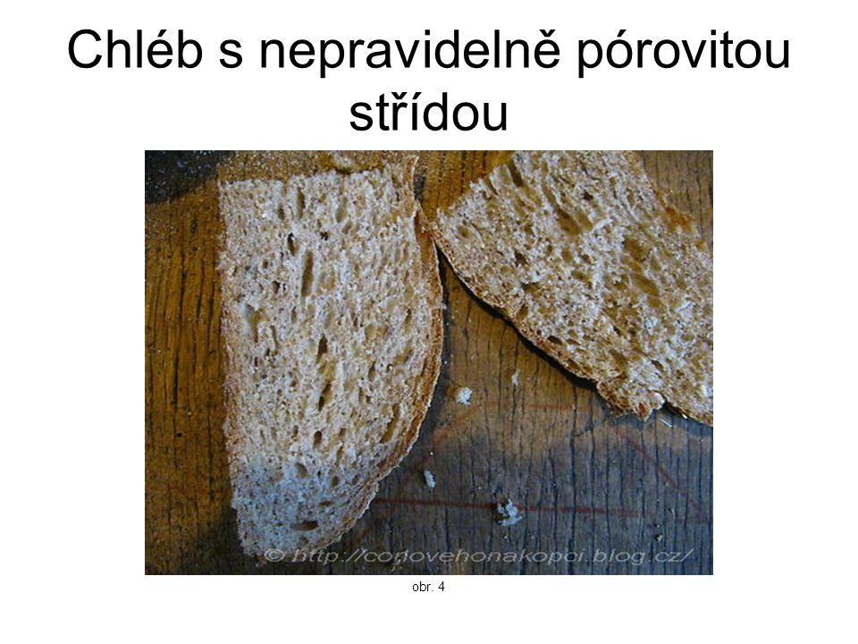 Chléb s nepravidelně pórovitou střídou