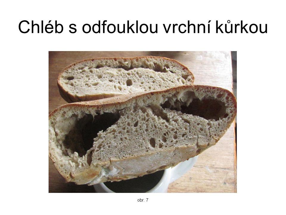Chléb s odfouklou vrchní kůrkou