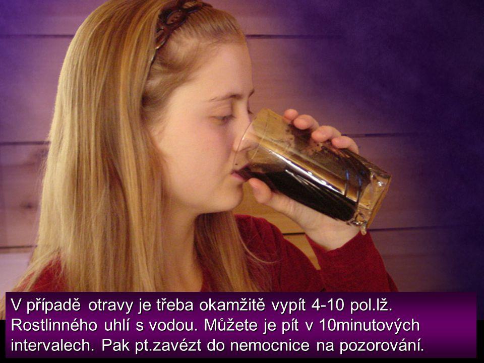 V případě otravy je třeba okamžitě vypít 4-10 pol. lž