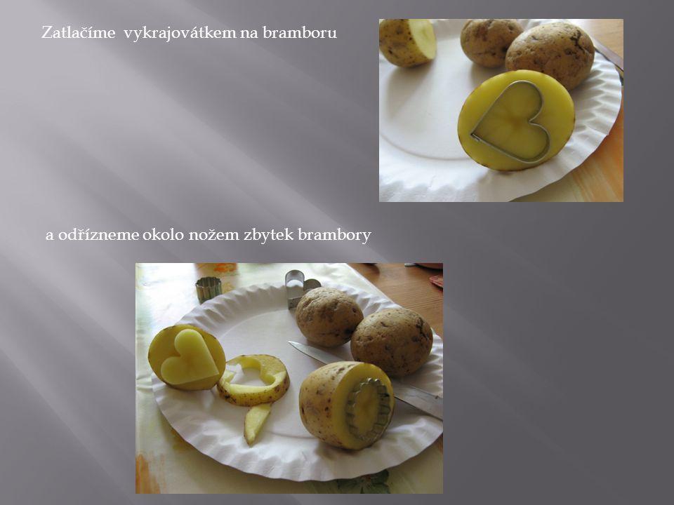 Zatlačíme vykrajovátkem na bramboru