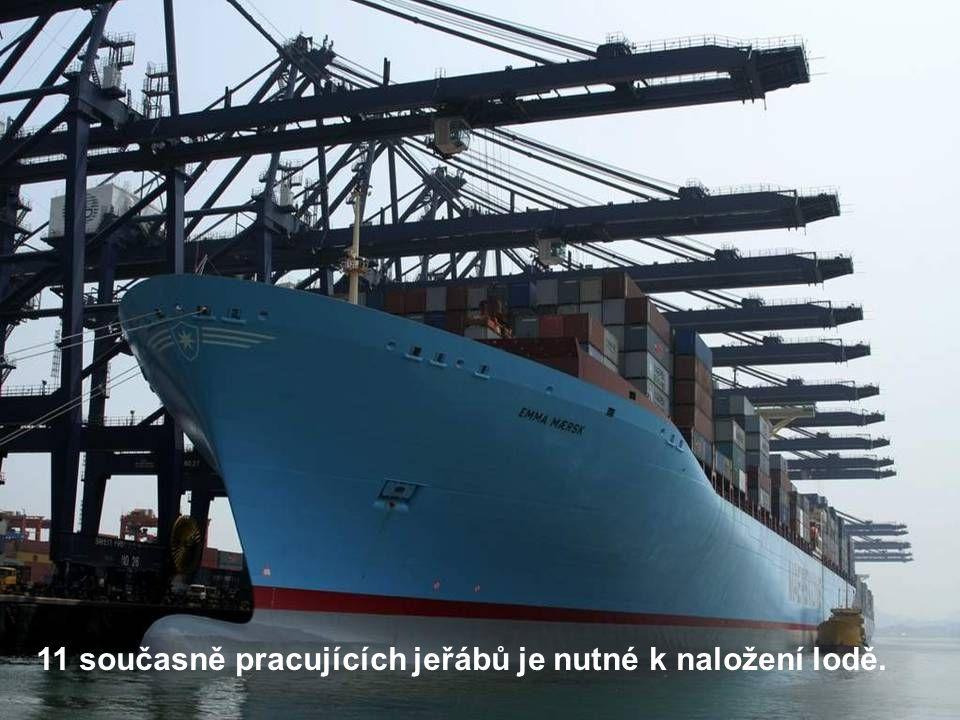 11 současně pracujících jeřábů je nutné k naložení lodě.