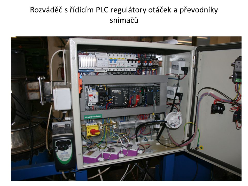 Rozváděč s řídícím PLC regulátory otáček a převodníky snímačů