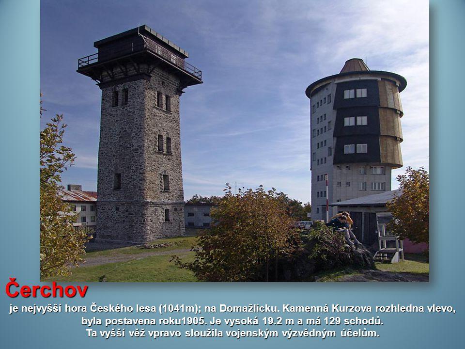 Ta vyšší věž vpravo sloužila vojenským výzvědným účelům.