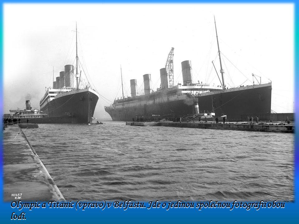 Olympic a Titanic (vpravo) v Belfastu
