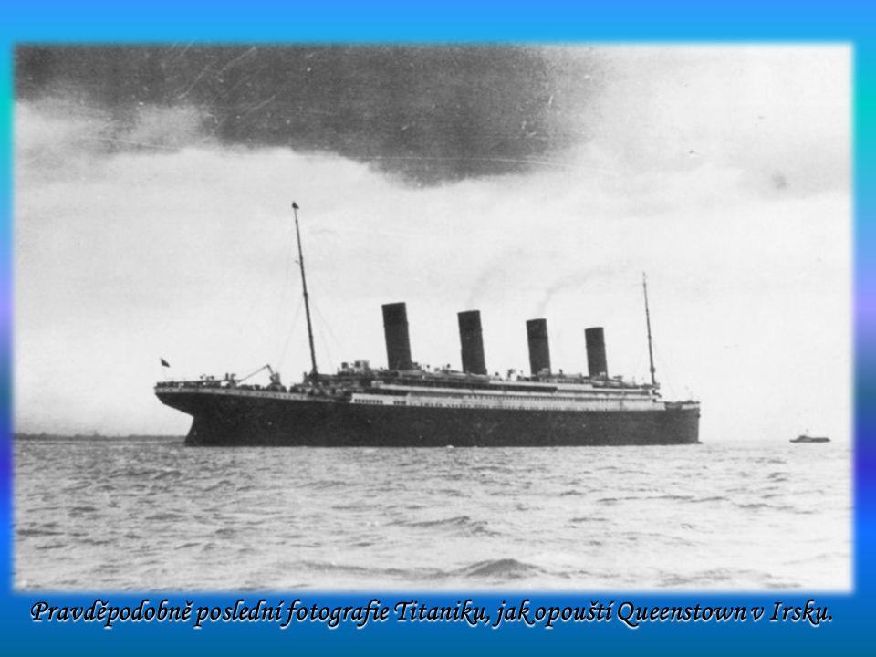 Pravděpodobně poslední fotografie Titaniku, jak opouští Queenstown v Irsku.