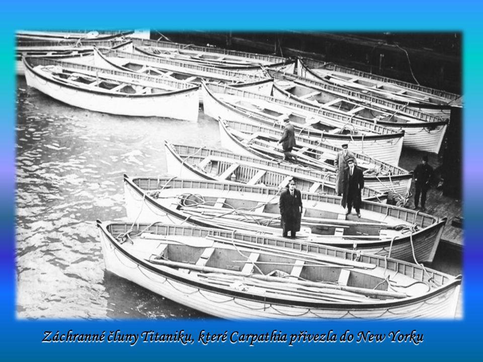 Záchranné čluny Titaniku, které Carpathia přivezla do New Yorku