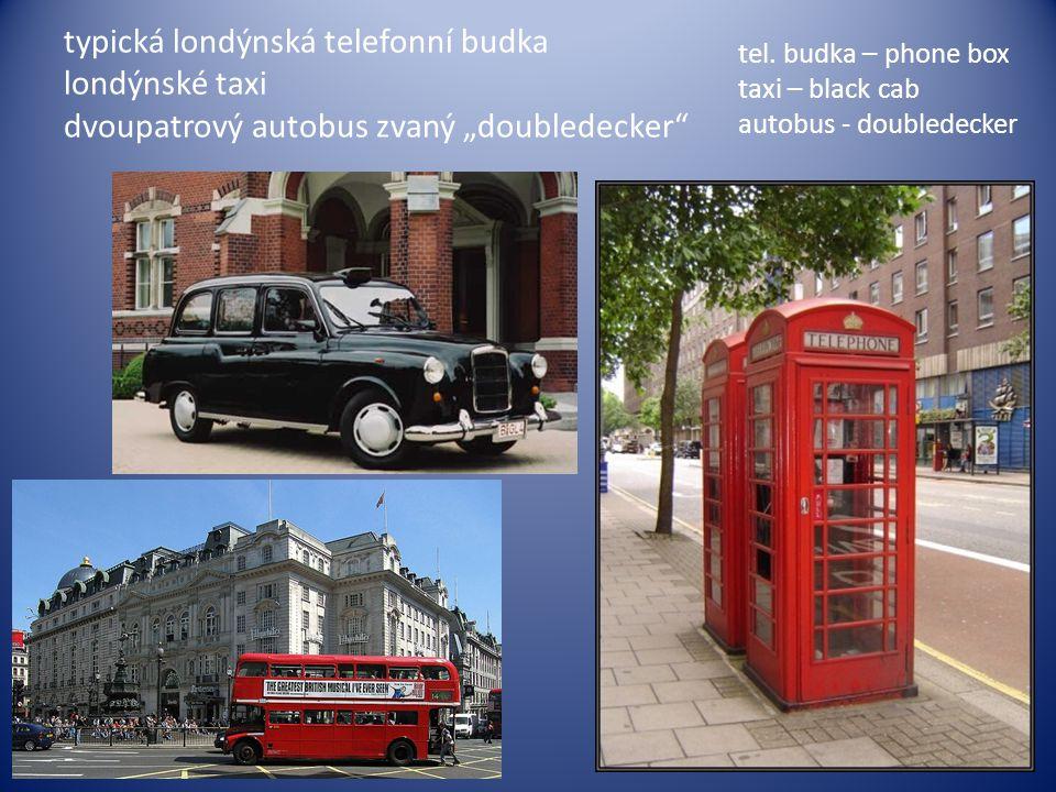 """typická londýnská telefonní budka londýnské taxi dvoupatrový autobus zvaný """"doubledecker"""
