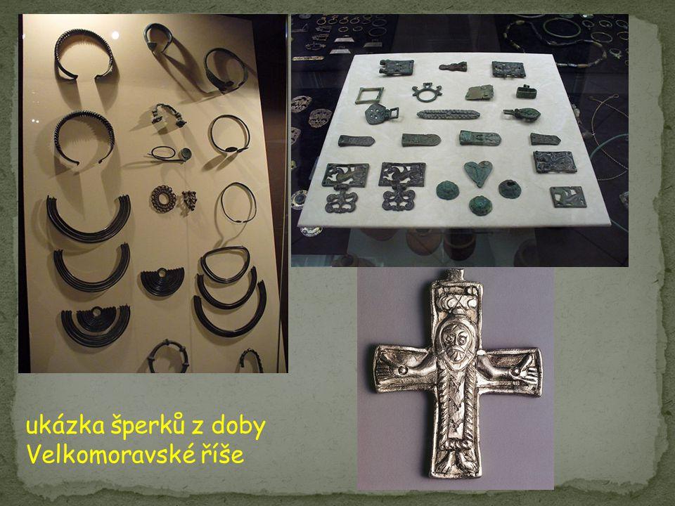 ukázka šperků z doby Velkomoravské říše