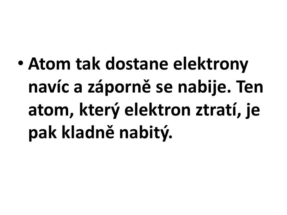 Atom tak dostane elektrony navíc a záporně se nabije