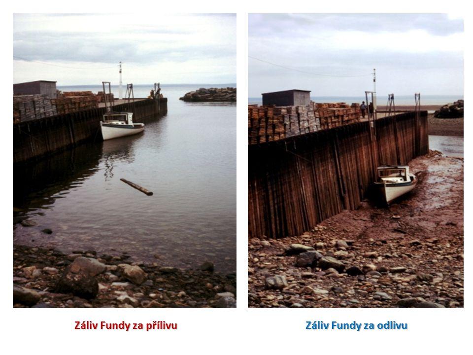 Záliv Fundy za přílivu Záliv Fundy za odlivu