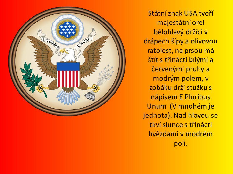 Státní znak USA tvoří majestátní orel bělohlavý držící v drápech šípy a olivovou ratolest, na prsou má štít s třinácti bílými a červenými pruhy a modrým polem, v zobáku drží stužku s nápisem E Pluribus Unum (V mnohém je jednota).