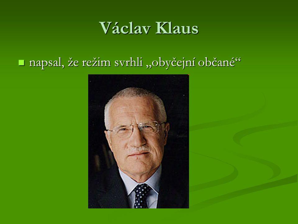 """Václav Klaus napsal, že režim svrhli """"obyčejní občané"""