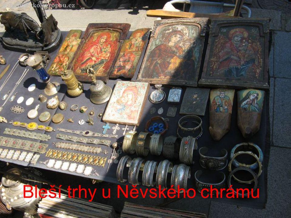 Bleší trhy u Něvského chrámu