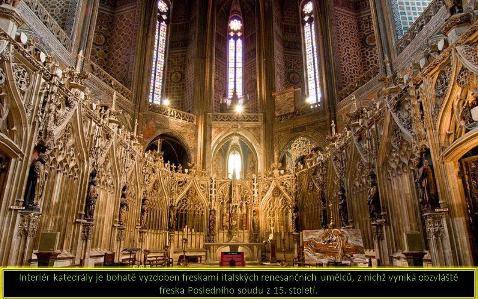 Interiér katedrály je bohatě vyzdoben freskami italských renesančních umělců, z nichž vyniká obzvláště freska Posledního soudu z 15.