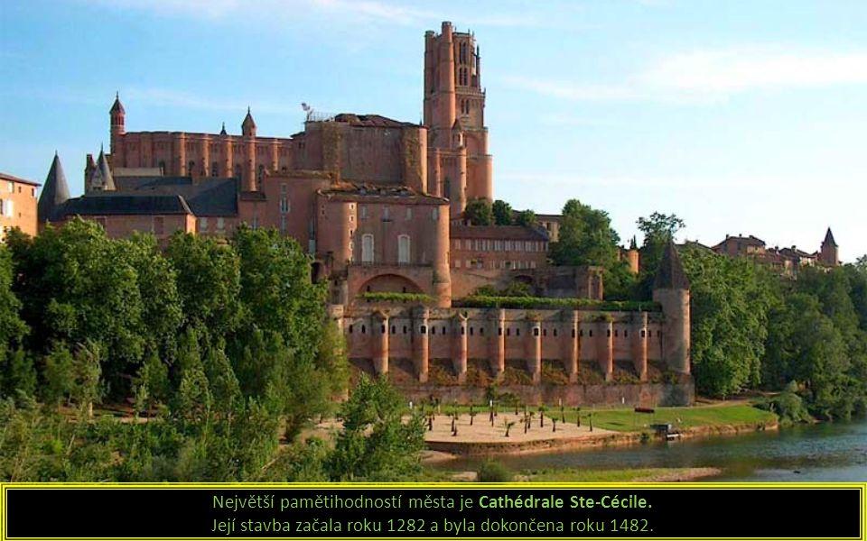 Největší pamětihodností města je Cathédrale Ste-Cécile.