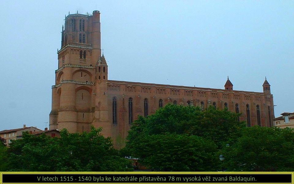 V letech 1515 - 1540 byla ke katedrále přistavěna 78 m vysoká věž zvaná Baldaquin.