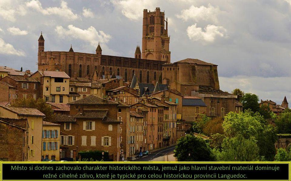 Město si dodnes zachovalo charakter historického města, jemuž jako hlavní stavební materiál dominuje režné cihelné zdivo, které je typické pro celou historickou provincii Languedoc.