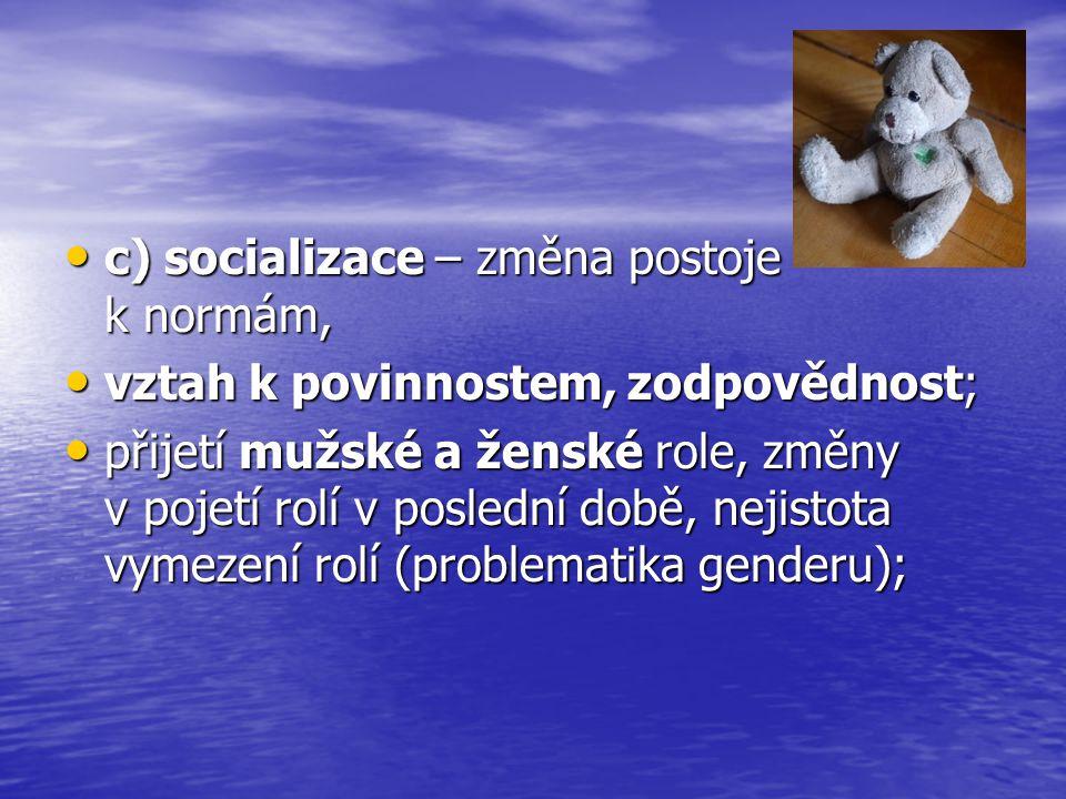 c) socializace – změna postoje k normám,