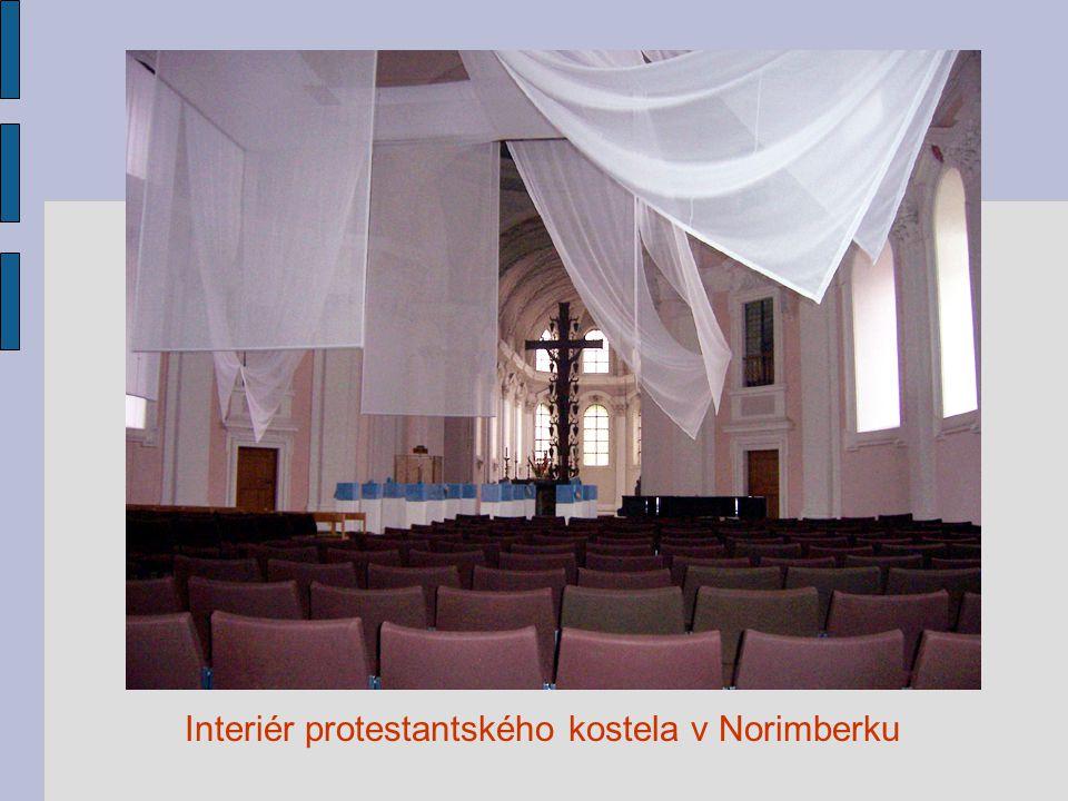 Interiér protestantského kostela v Norimberku