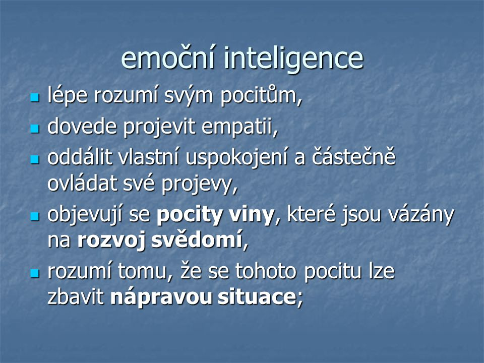 emoční inteligence lépe rozumí svým pocitům, dovede projevit empatii,