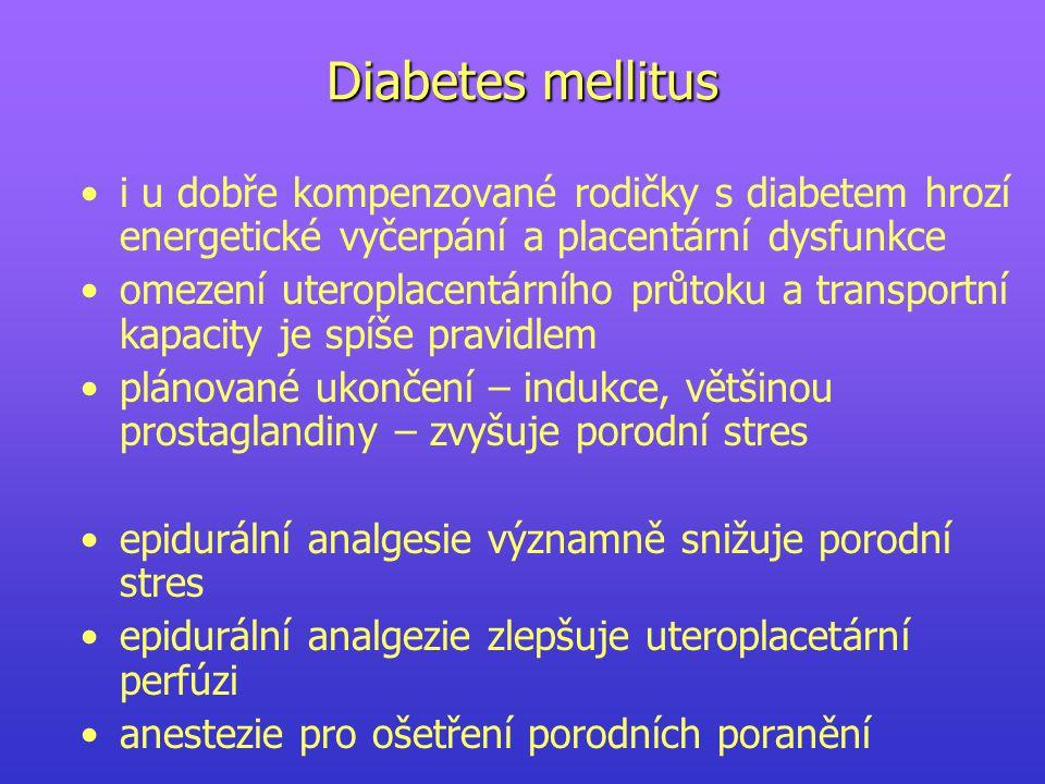 Diabetes mellitus i u dobře kompenzované rodičky s diabetem hrozí energetické vyčerpání a placentární dysfunkce.