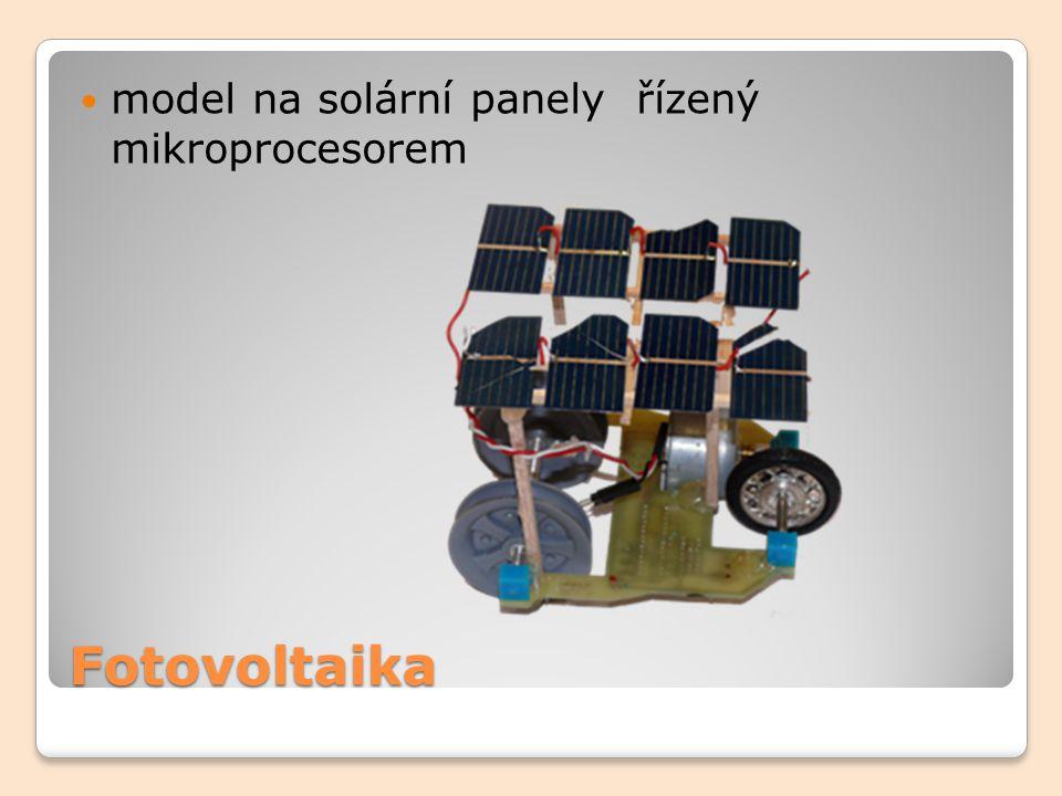 model na solární panely řízený mikroprocesorem
