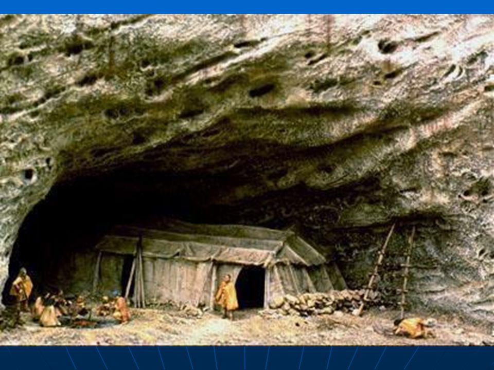 Zimní obydlí uvnitř jeskyně Grotte du Lazaret v již.Francii.