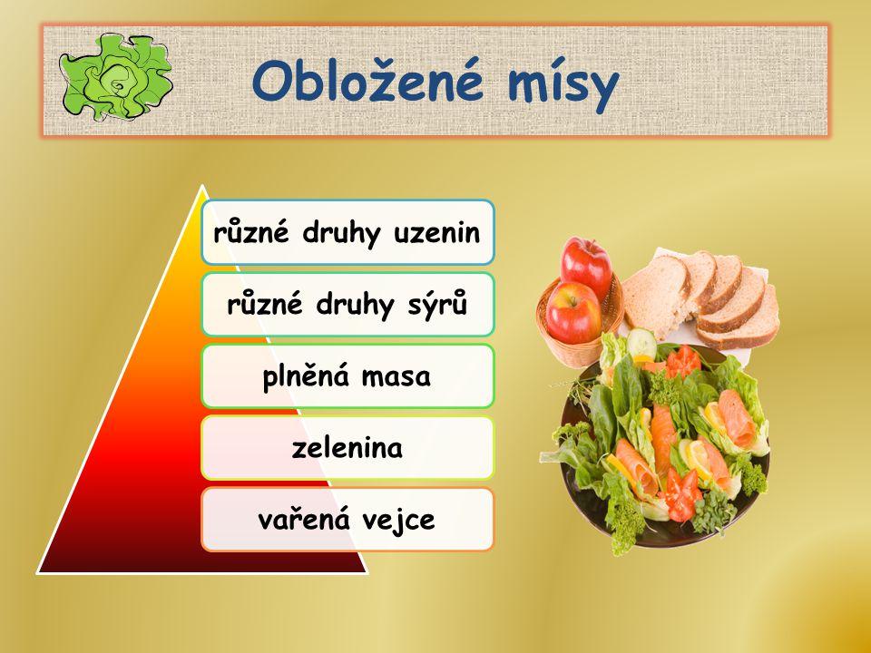 Obložené mísy různé druhy uzenin různé druhy sýrů plněná masa zelenina