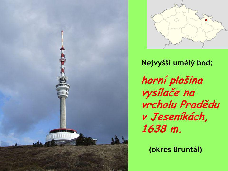 horní plošina vysílače na vrcholu Pradědu v Jeseníkách, 1638 m.